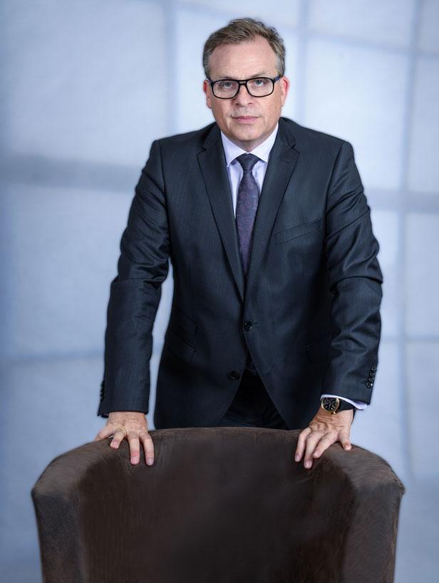 Stefan Helm: Finanzberater und Geschäftsführer bei Dr. Jung & Partner